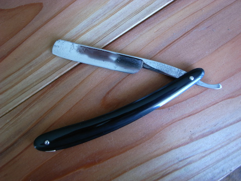 Worcester straight razor with a light clean up