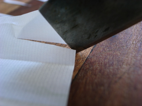 cigarette paper cutting with knife tip